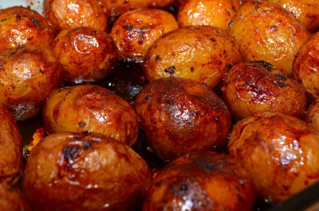 תפוחי אדמה או בטטות בסילאן ורוזמרין