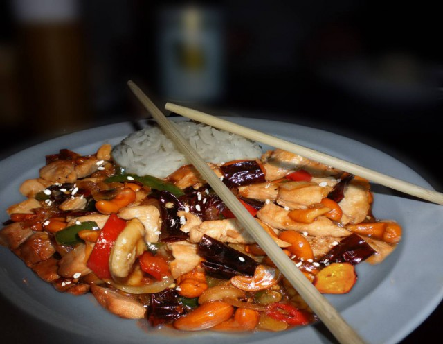 עוף עם קשיו תאילנדי