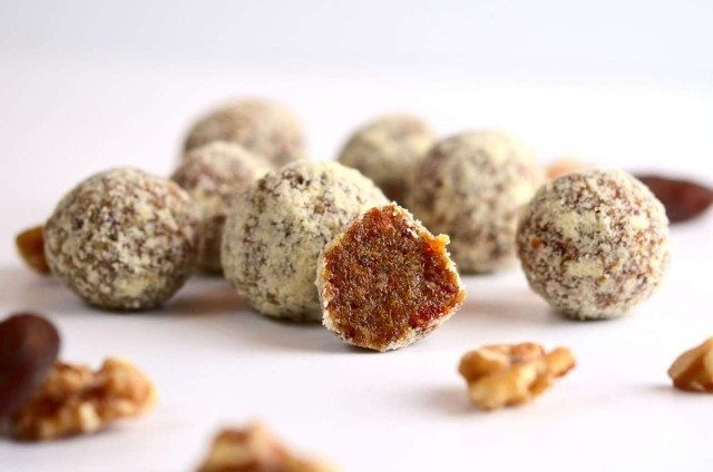 appricot-walnut-balls-main