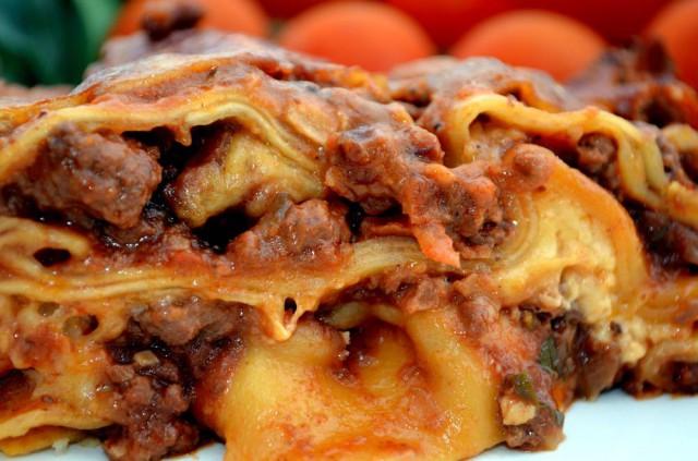 לזניה עם בשר ועגבניות